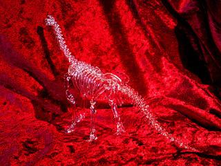 ガラス細工の恐竜骨格「ブラキオサウルス」